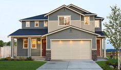 This inspired Ivy home features a generous covered front porch and a separate guest suite with a private covered entrance. The versatile Richmond American floor plan is available in Puyallup, WA.