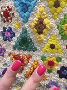 Sunshines Out, by Juliet Nelmes. Made with quarter-inch hexagons. Festival of Quilts, Birmingham UK, 2017 – Catherine Redford Hexagon Quilt Pattern, Hexagon Patchwork, Quilt Patterns, Quilting Projects, Quilting Designs, Dollhouse Quilt, Flower Quilts, Miniature Quilts, Foundation Paper Piecing