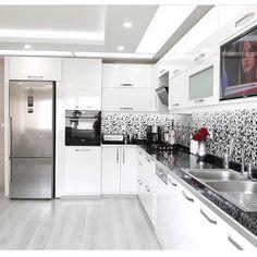 trendy Ideas for kitchen floor remodel ceilings Kitchen Pantry Design, Kitchen Corner, Home Decor Kitchen, Interior Design Kitchen, Home Kitchens, Cabnits Kitchen, Modern Kitchen Cabinets, Kitchen Flooring, L Shaped Kitchen Inspiration