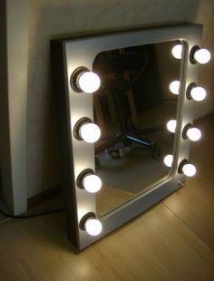 Verlichte visagie(theater)spiegel Theater, Random Stuff, Kids Room, Furniture Design, Room Ideas, Vanity, Interior Design, Mirror, Bedroom
