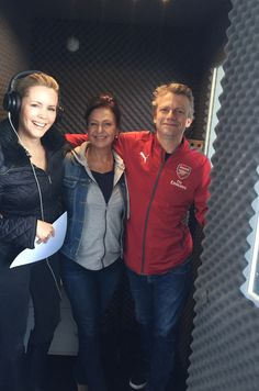 The lovely Sophie Falkiner, Presenter on Channel 10's Luxury Escapes and the hilarious Barney Catchlove of Red Herring Productions dropped into record voice segments for upcoming episodes. #sophiefalkiner #redherringproductions #voiceovers #voiceactors #voiceoverartists #channel10 #tvpromos  #advertising #radioadvertising