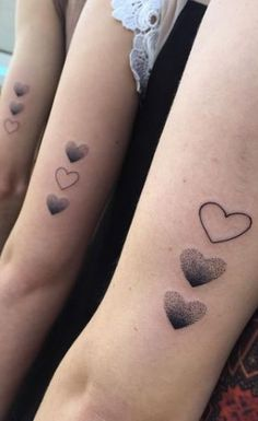 Fingerprints of my children in the heart 60 Tatuagens de Melhores Amigas para se inspirar - Fotos e Tatuagens Sibling Tattoos, Sister Tattoos, Friend Tattoos, Cute Tattoos, Tatoos, Matching Bff Tattoos, Birth Flower Tattoos, First Tattoo, Tattoo Mom