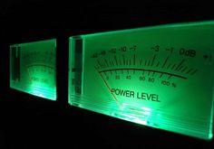 "Desibel (Lambang Internasional =dB) adalah satuan untuk mengukur intensitassuara. Satu desibel ekuvalen dengan sepersepuluhBel. Huruf ""B"" pada dB ditulis dengan huruf besar karena merupakan bagian dari nama penemunya, yaituBell.  Desibel juga merupakan sebuah unitlogaritmisuntuk mendeskripsikan suaturasio. Rasio tersebut dapat berupa:    Daya(power)   Tekanan suara(sound pressure)   Tegangan atau voltasi (voltage)   Intensitas(intencity), atau hal-hal lainnya.  Terkad..."