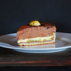 Saffron apple with chocolate mousse tart (in Spanish)