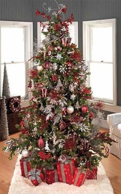 My Favorite Christmas tree... i have something similar :) but not this extravagant