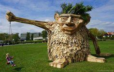 Esculturas madera. Thomas Dambos joven artista danés