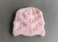 Thank you so much for all your lovely comments about my sweet little Gentle Breeze Baby Blanket. Here is the matching hat - 2 sizes at the moment -medium premature and Gentle Breeze Baby Hat Baby Hat Knitting Patterns Free, Baby Sweater Knitting Pattern, Baby Hat Patterns, Baby Hats Knitting, Knit Patterns, Free Knitting, Free Pattern, Beanie Pattern, Knitting For Charity