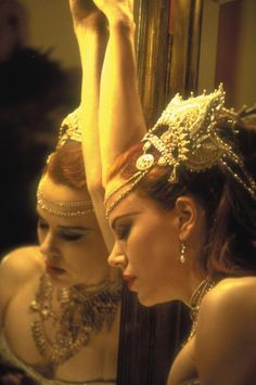 Satine (Nicole Kidman) from the film Moulin Rouge Nicole Kidman Moulin Rouge, Satine Moulin Rouge, Film Moulin Rouge, Beautiful People, Most Beautiful, Beautiful Eyes, Movie Costumes, Ballet Costumes, Lily Collins