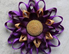 Pin de ramillete de flor morada, púrpura flor Pin púrpura y oro de la boda, ramillete púrpura, morado oscuro vestido púrpura, Pin Pin, flores de color púrpura