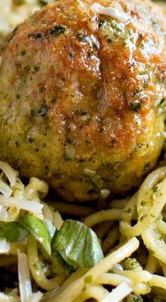 DELICIOUS Pesto Chicken Meatballs - this homemade meatball recipe is so full of flavor and is great to serve as an appetizer or a meal! Chicken Snacks, Chicken Meatball Recipes, Ground Chicken Recipes, Ground Chicken Meatballs, Jelly Meatballs, Cooking Recipes, Healthy Recipes, Cooking Tips, Pesto Chicken