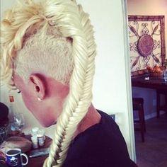 Perfect mohawk hair-braid. Love it!