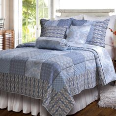 Cotton quilt set with patchwork design.   Product:  Twin: 1 Quilt and 1 standard sham Full/Queen: 1 Quilt and 2 ...