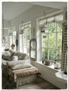 Swedish Decor Inspiration for Small Apartment – The Urban Interior – Curtains 2020 Cottage Shabby Chic, Shabby Chic Living Room, Shabby Chic Homes, Shabby Chic Furniture, Shabby Chic Decor, French Cottage, Country French, Swedish Decor, House Blinds