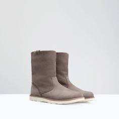 Image 2 of LINED LEATHER BOOTIE from Zara