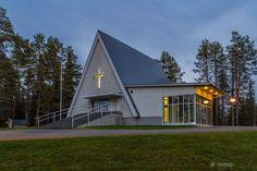 Kirkko - Kuusamo, Käylä Grave Monuments, Graveyards, Cabin, Architecture, House Styles, Frames, House Ideas, Home Decor, Arquitetura