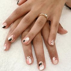 Try some of these designs and give your nails a quick makeover, gallery of unique nail art designs for any season. The best images and creative ideas for your nails. Minimalist Nails, Nail Swag, How To Do Nails, Fun Nails, Ongles Kylie Jenner, Subtle Nail Art, Neutral Nail Art, Neutral Nail Designs, Simple Nail Art Designs