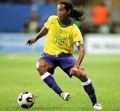Ronaldinho, (Ronaldo de Assis Moreira) former attacking midfielder/striker for Brazil and FC Barcelona Football Stadiums, Football Soccer, Football Players, Basketball, Brazil Vs Portugal, Portugal Soccer, Lionel Messi, Ronaldo, History