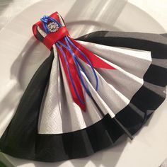 17. Mai, Constitution Day, Diy And Crafts, Paper Crafts, Dress Card, Napkin Folding, Time To Celebrate, Holidays And Events, Norway