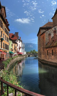 The River Thiou flowing through Annecy in the Rhone Alps, France • photo: KittyTheWild