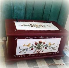 Painted Trunk, Painted Chest, Painted Boxes, Hand Painted Furniture, Ski Chalet Decor, Interior Design Living Room, Interior Decorating, Primitive Shelves, Floor Cloth