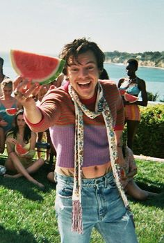 """Harry Styles for the """"Watermelon Sugar"""" music video! Beautiful Boys, Beautiful People, One Direction Fotos, Bae, Harry Styles Pictures, Harry Styles Memes, Harry Styles Poster, Harry Styles Wallpaper, Mr Style"""