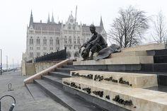 József Attila szobra a Dunánál Heart Of Europe, Budapest Hungary, Amazing Architecture, Homeland, Statue Of Liberty, The Past, Public, History, City