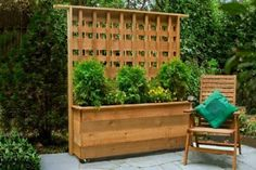 4 DIY Privacy Screen Upgrades privacy planter with built in lattice privacy wall on patio with table Privacy Planter, Diy Privacy Screen, Privacy Fence Designs, Outdoor Privacy, Privacy Walls, Backyard Privacy, Backyard Landscaping, Privacy Trellis, Diy Trellis