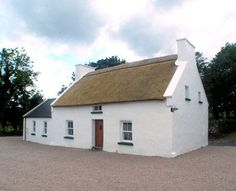 Self catering holiday cottages in Donegal, Ireland. A wide selection of holiday home providers throughout county Donegal Irish Cottage, Old Cottage, Cottage Art, Cottage Farmhouse, Tudor Style Homes, Medieval Houses, Self Catering Cottages, Ireland Homes, Cabins And Cottages