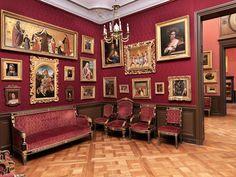 Les galeries de peintures - Domaine de Chantilly  #France #travel #art #castle…