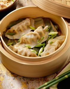 Steamed Dumplings in a bamboo steamer with fresh green onions, soya sauce and rice -Photographed on Hasselblad Camera Ravioli Lasagna Bake, Ravioli Soup, Ravioli Recipe, Crockpot Ravioli, Chicken Ravioli, Ravioli Casserole, Vegan Ravioli, Ravioli Filling, Ricotta Ravioli