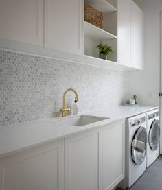 Julia & Sasha share kitchen, mudroom and laundry – The Interiors Addict - Modern Modern Laundry Rooms, Laundry In Bathroom, Laundry Decor, Laundry In Kitchen, Basement Laundry, Laundry Closet, Kitchen Office, Modern Room, Laundry Room Organization