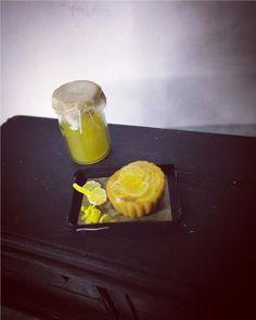 Citron & Lemoncurd paj till Dockskåp tittskåp miniatyr på Tradera.com -
