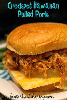 Crockpot Hawaiian Pulled Pork | This tropical bbq main dish is perfect for the whole family #SundaySupper #recipe