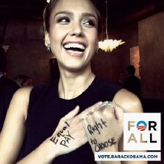 Actress Jessica Alba asks voters to pledge allegiance to Obama