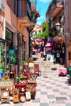 Sicilia Beautiful Places To Visit, Wonderful Places, Travel Around The World, Around The Worlds, Moving To Italy, Italian Street, World Photography, Nice View, Italy Travel