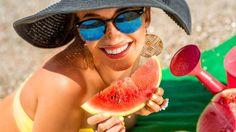 L'alimentazione da spiaggia rischia spesso di essere pesante e poco salutare. Scopri come scegliere la leggerezza anche in estate!