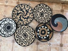 African Living Rooms, Hanging Plates, Basket Decoration, Baskets On Wall, Wall Hangings, Wall Decor, Native Design, Personal Space, Spare Room