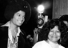 Michael Jackson, with his mother Katherine, at the premiere of film version of The Wiz, 1978 Jackson 5, Michael Jackson, Jackson Family, Paris Jackson, Studio 54, Cinema, King Of Music, The Jacksons, Mothers Love