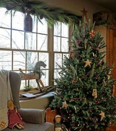 🌟Tante S!fr@ loves this📌🌟Early American Christmas. Primitive Christmas Decorating, Primitive Country Christmas, Woodland Christmas, Prim Christmas, Simple Christmas, Beautiful Christmas, Vintage Christmas, Christmas Crafts, Christmas Trees