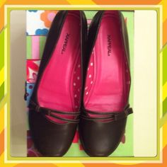 Perfect plum flats Cute flats with bow design on toe. A few minor scuff but in great condition Shoes Flats & Loafers