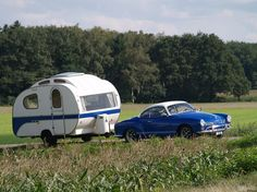 A Karmann Ghia pulling a trailer! Tiny Trailers, Small Trailer, Vintage Campers Trailers, Retro Campers, Vintage Caravans, Camper Trailers, Retro Caravan, Camper Caravan, Small Campers