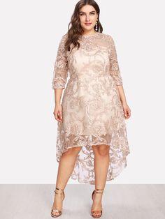 Kleid mit transparentem Stoff, Applikationen und ...