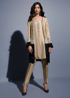 Women S Fashion Sandals Pakistani Formal Dresses, Pakistani Dress Design, Pakistani Outfits, Indian Dresses, Indian Outfits, Stylish Dress Designs, Stylish Dresses, Simple Dresses, Elegant Dresses