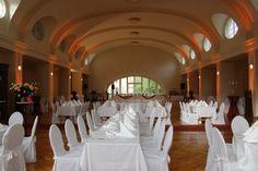 Tomasa - Primussaal  Der 560 qm große, prachtvolle Festsaal in Berlin Zehlendorf eignet sich sowohl für Hochzeiten, Gala-Veranstaltungen, Geburtstage und jede Art von Firmenevents sowie Tagungen und Seminare.    Die stilvolle und großzügige Atmosphäre, sowie das hochwertige hauseigene Catering sorgen dafür, dass Ihre Veranstaltung Ihren Gästen oder Kunden nachhaltig in Erinnerung bleibt. Auf Wunsch können wir Ihnen die komplette Ausstattung inklusive Bühne, etc. zur Verfügung stellen.