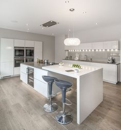 Modern Kitchen Design Modern Kitchen Cabinets Ideas to Get More Inspiration Dish Modern Kitchen Cabinets, Modern Farmhouse Kitchens, Kitchen Cabinet Design, Rustic Kitchen, Interior Design Kitchen, Home Kitchens, Kitchen Decor, Kitchen Ideas, Kitchen Modern