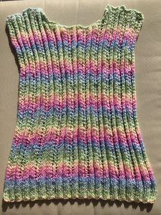 Gebreid zomer truitje in regenboog kleuren – Haken en breien met Samar Chrochet, Baby Knitting Patterns, Samar, Crochet Top, Clothes, Fashion, Women's Sweaters, Crochet, Outfits