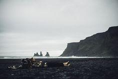 Repos sur les plages de sable noir en Islande © Théo Gosselin - Fotolia.com. http://www.lonelyplanet.fr/article/lislande-en-toute-liberte-avec-theo-gosselin #Repos #sieste #plage #sablenoir #Islande #ThéoGosselin #Fotolia #disconnect #voyage