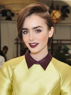 Lily Collins attends CFDA/Vogue Fashion Fund Show and Tea at Chateau Marmont on October 2015 in Los Angeles, California. Winter Hairstyles, Pixie Haircut, Hairstyles Haircuts, Cool Hairstyles, Lily Collins, Lilly Collins Short Hair, Celebrity Hair Stylist, Hair Trends, Hair Goals