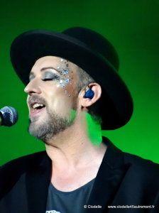 - PHOTOS DE BOY GEORGE en concert au FESTIVAL MONTEREAU CONFLUENCES le 7 juin 2014 - VIVRE AUTREMENT VOS LOISIRS avec Clodelle