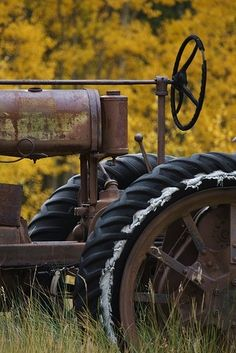 Country Life - old farm tractor Looks Country, Country Farm, Country Life, Country Living, Country Roads, Antique Tractors, Old Tractors, Vintage Tractors, Vintage Farm